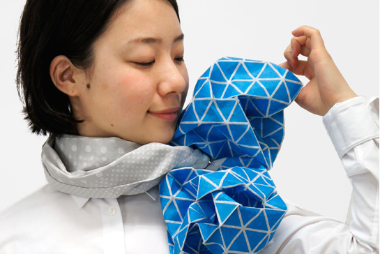 Monomatopee-origami-scarf blue