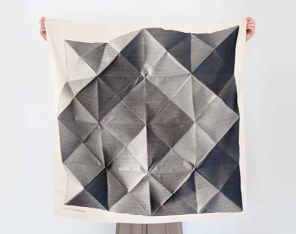 folded-paper-furoshiki