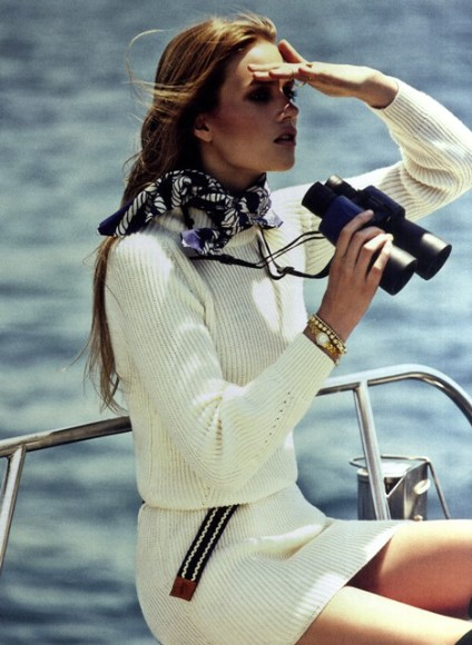 Grazia-Italy-Scarf-on-sailing
