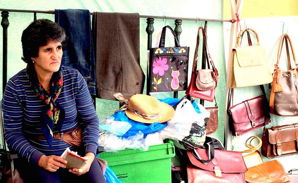 Lisbon-fleamarket-seller